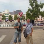 Thomas Maus- Holzer und Hans Hoffmann vor den Toren von Verdun